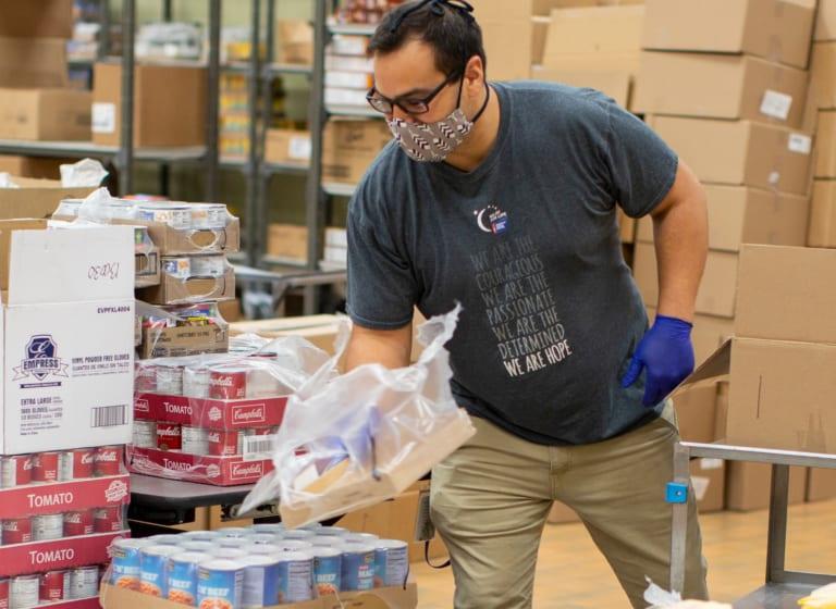Das Essenpaket-Hilfsprogramm füllt leere Mägen!